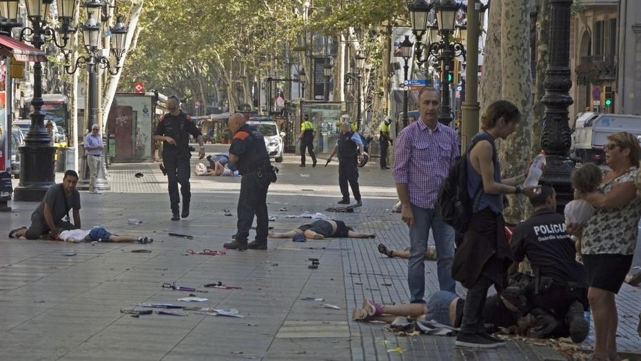 Video: Furgoneta dejó dolor y destrucción en el centro de Barcelona