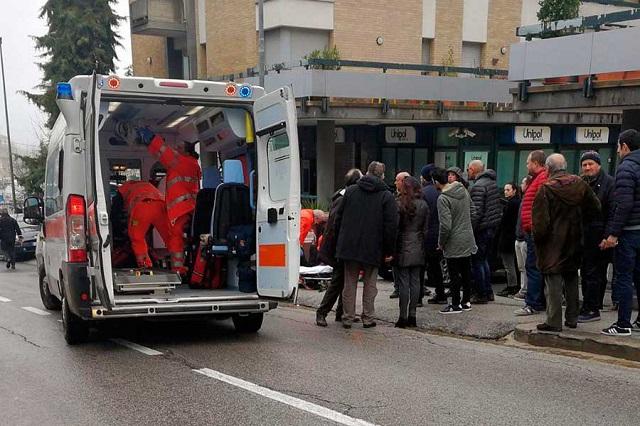 Pistolero italiano ataca a balazos a extranjeros y lesiona a 6