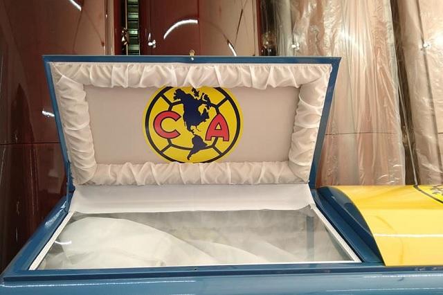 ¿Morir águila? Funeraria vende ataúdes con logo del América