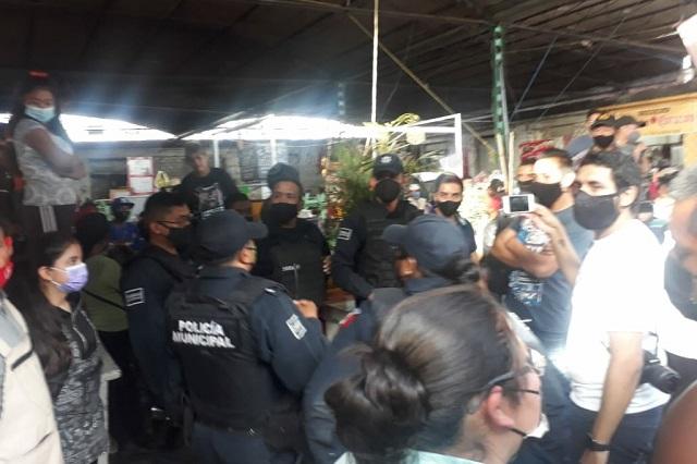 Ambulantes e inspectores se enfrentan en Atlixco