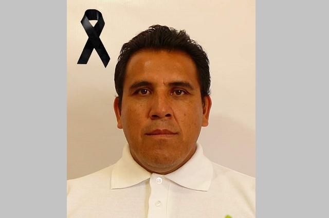 Rinden homenaje a burócrata tras suicidio en Atlixco