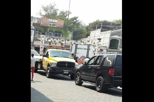 Atropella a mujer y choca con taxi en Huehuetlán el Chico
