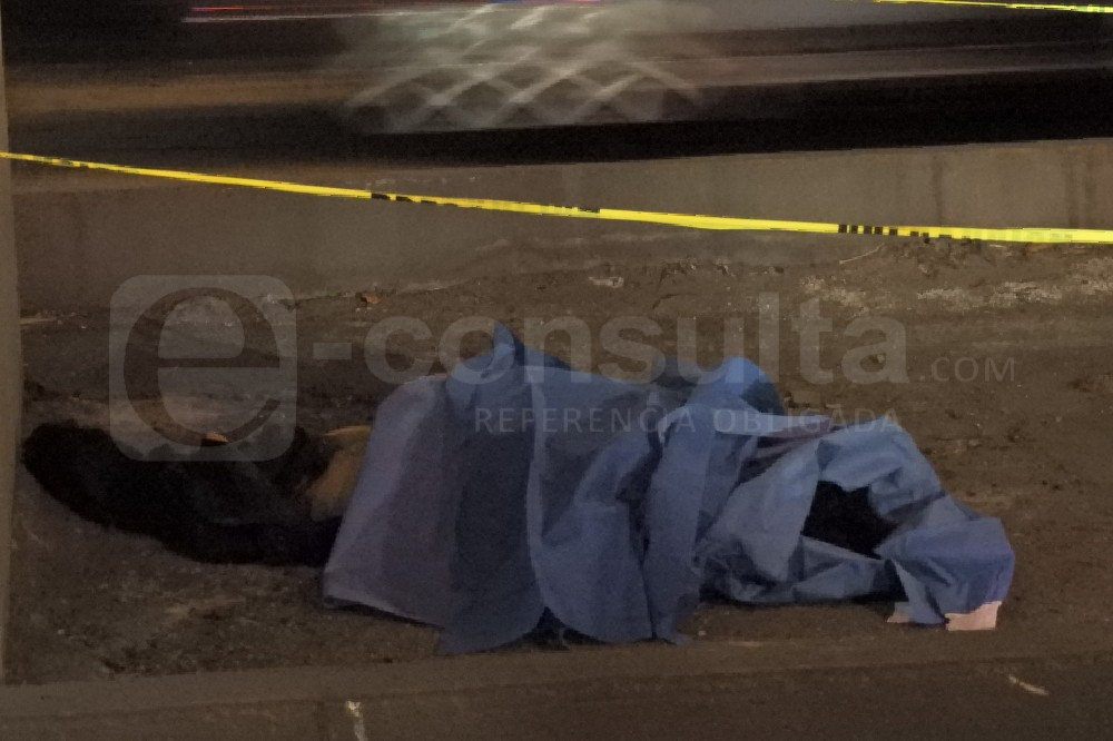 Taxista muere atropellado tras choque con trailero en la México-Puebla