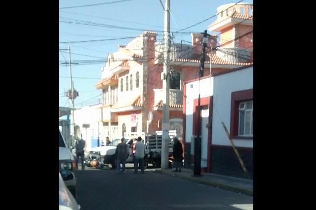Unidad de limpia atropella a motociclista en Atlixco