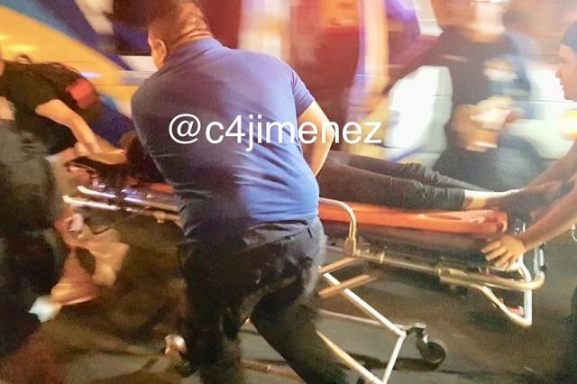 Atropella a una joven y huye, pero volcó su vehículo y lo atraparon