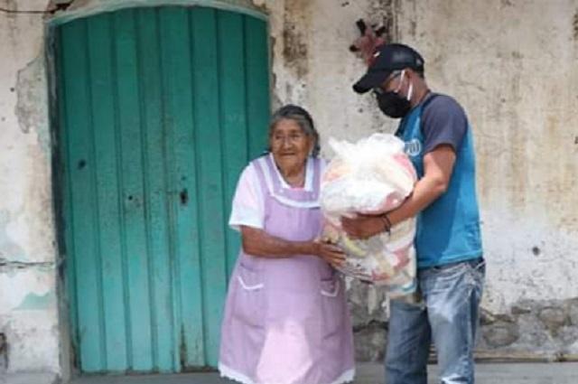 Después de un mes, llegan despensas del gobierno a Atzitzihuacan
