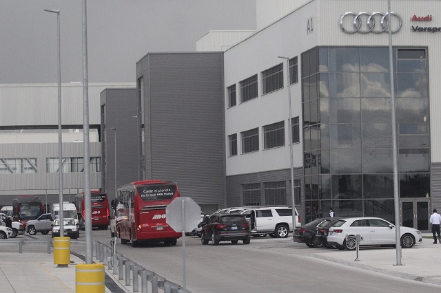 Indaga la STPS denuncia por anomalías en nómina de Audi