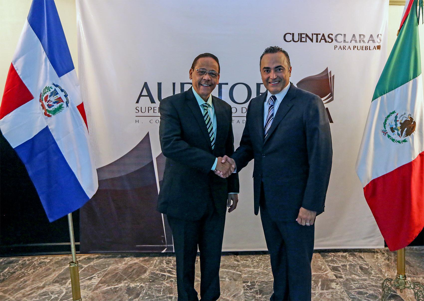 Auditoría Puebla recibe a delegación de la República Dominicana