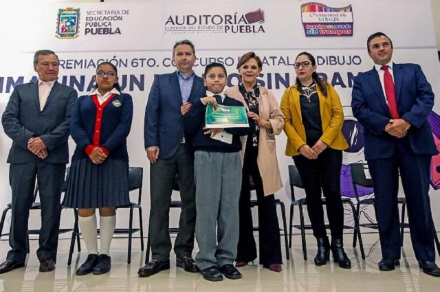 """Premian a ganadores del concurso """"Imagina un mundo sin trampas"""""""