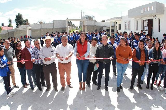 Inaugura alcaldesa de Huejotzingo aulas de medios en bachilleratos