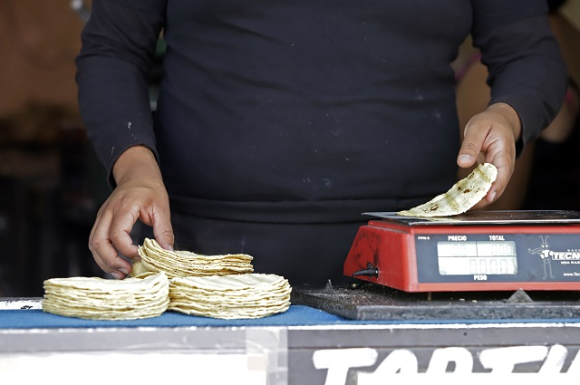 Advierten a tortilleros de Puebla sanción por manipular precios
