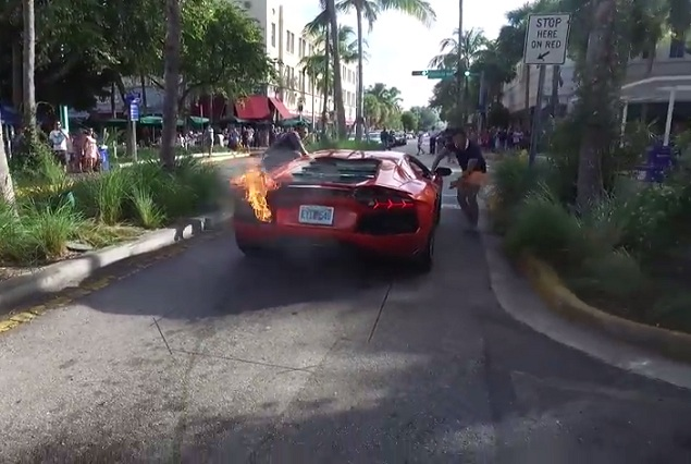 Valet parking presume Lamborghini, lo sobrecalienta e incendia