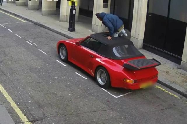 Sujeto fracasa en su intento de robar Porsche y huye caminando