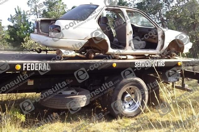Localizan auto con reporte de robo desvalijado en Ahuazotepec