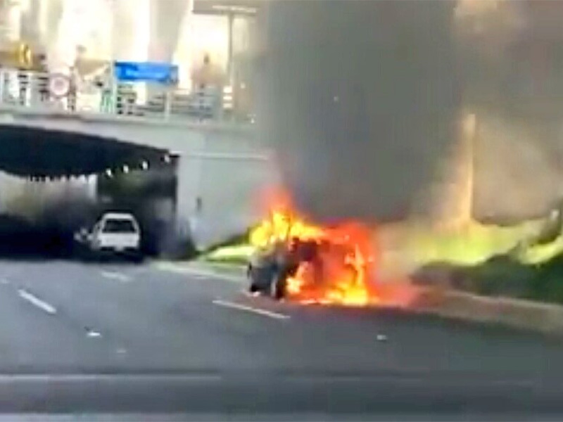 Se incendia un automóvil en el Periférico Sur