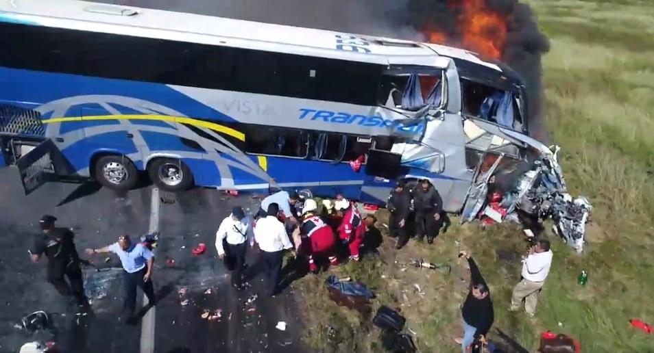 3 muertos y 10 lesionados por choque en carretera Victoria-Monterrey