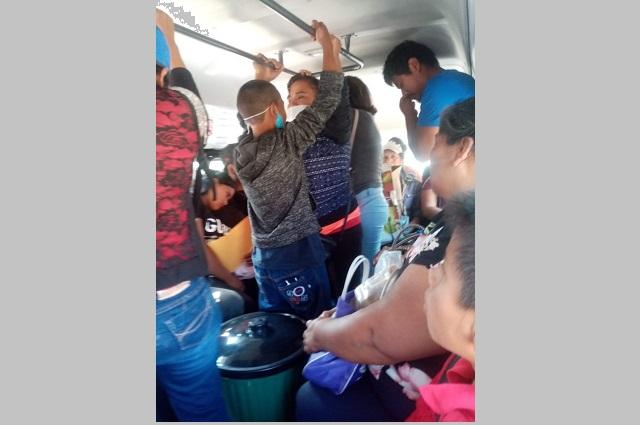 Hoy no circula genera aglomeración en autobuses de Tianguismanalco