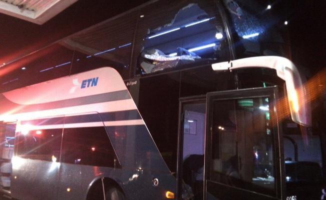 Muere mujer en autobús por impacto de una roca en Tepeji