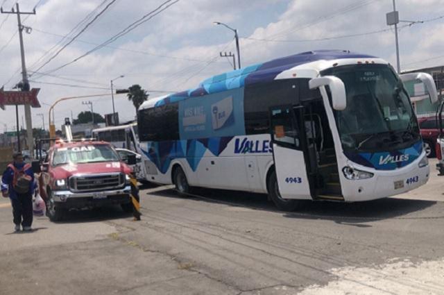 Autobús Línea Valles atropella a joven en la federal a Tehuacán