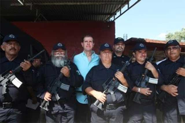Alfredo Castillo habría negociado con los grupos de autodefensa