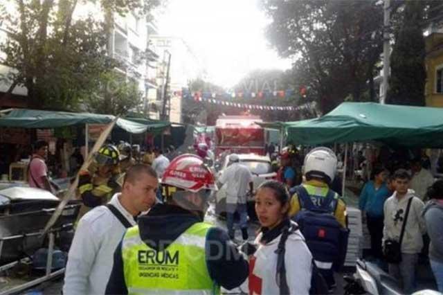 Automovilista embiste tianguis en la Cuauhtémoc y lesiona a 10 personas