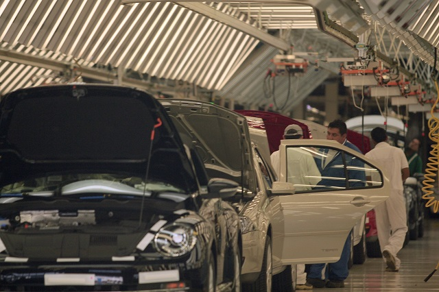 Proveedores de la industria automotriz harán paros técnicos: CTM