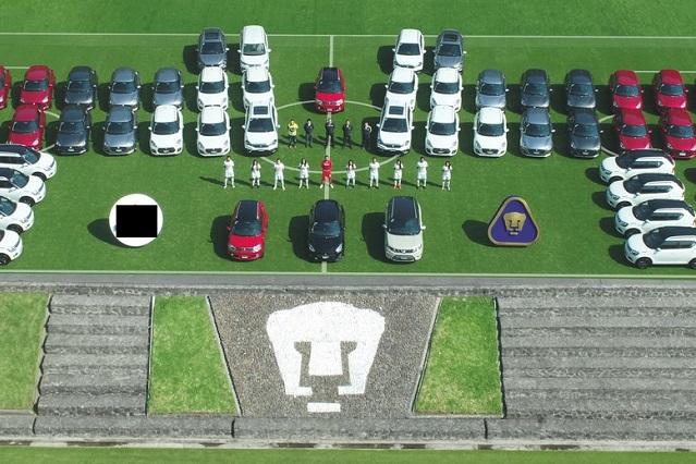 Jugadores, jugadoras y hasta la mascota de Pumas reciben auto