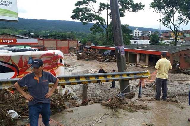 Avalancha de lodo mata a 154 personas en Colombia