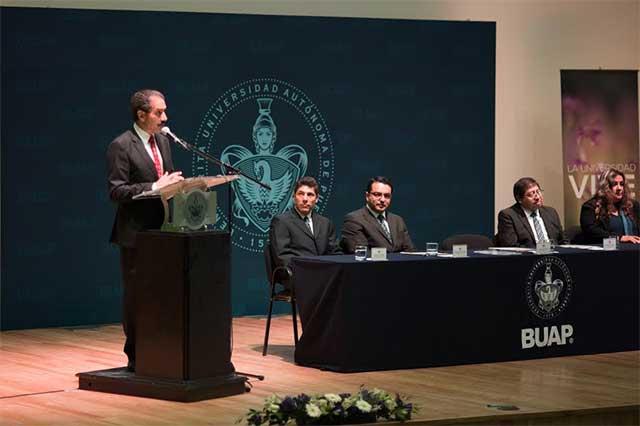 Destaca rector BUAP avances académicos y vinculación social de la FCQ