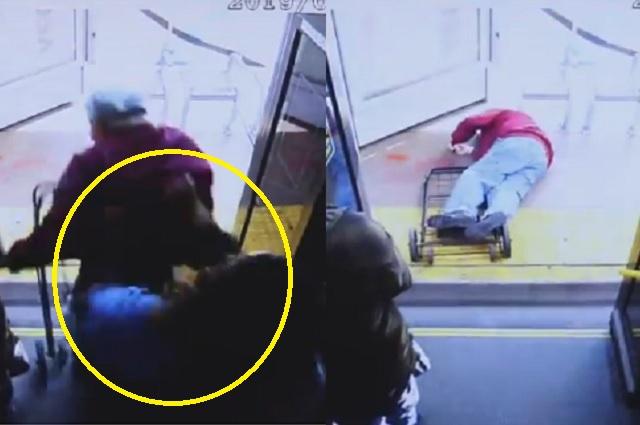 Pasajera empuja a viejito en autobús; cayó de cabeza y murió
