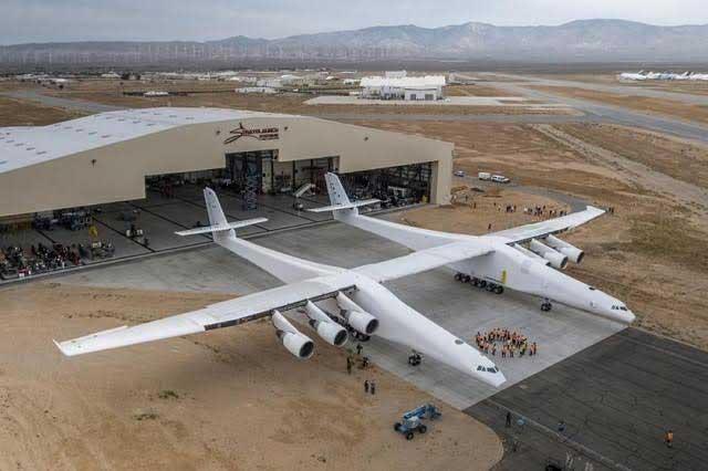 Presentan el avión más grande del mundo pero volará hasta 2019