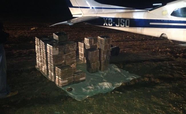 Localizan avión pequeño con 400 kilos de cocaína en Guanajuato