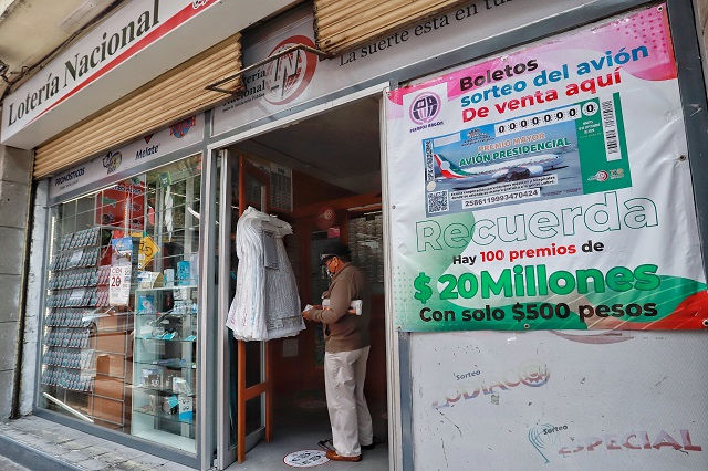 Insabi regala más de 15 mil boletos de rifa del avión presidencial