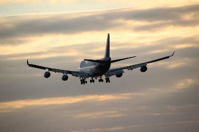 Difunden video de pareja teniendo sexo en un avión sin inhibirse