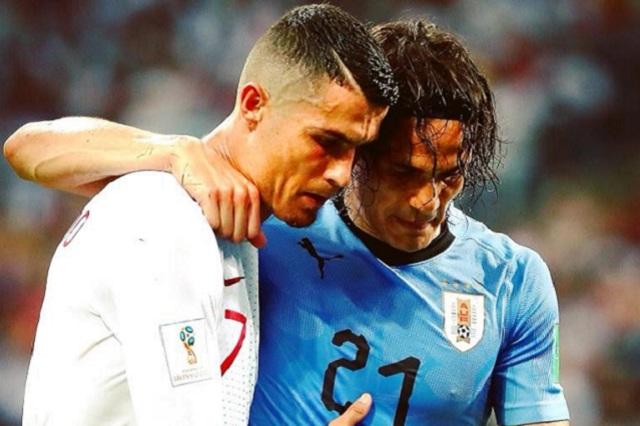 Cristiano ayuda a Cavani y se convierte en postal del Mundial