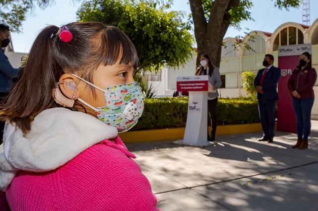 Ayuntamiento de Puebla entrega más de 200 aparatos auditivos