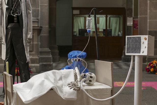 Monta ayuntamiento de Puebla cruda ofrenda de muerto por Covid