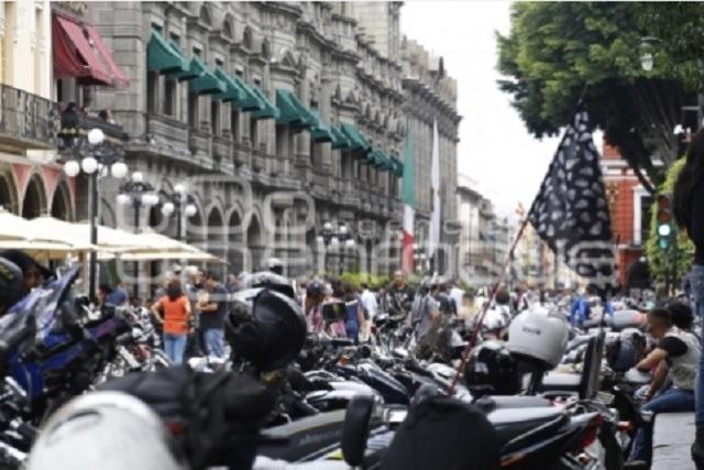 … Y motociclistas demandan espacios para estacionamiento