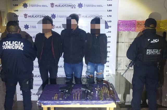 Detienen a 4 jóvenes con subametralladoras en Huejotzingo