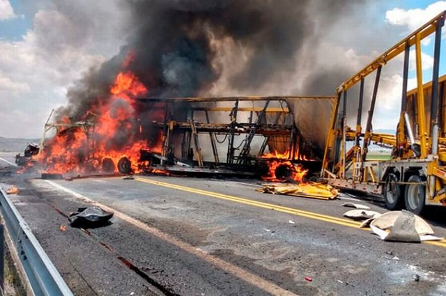 Tres mueren en choque e incendio en la Amozoc- Perote