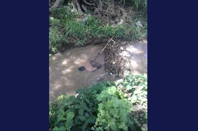 En canal de Chietla hallan el cadáver de joven desaparecido