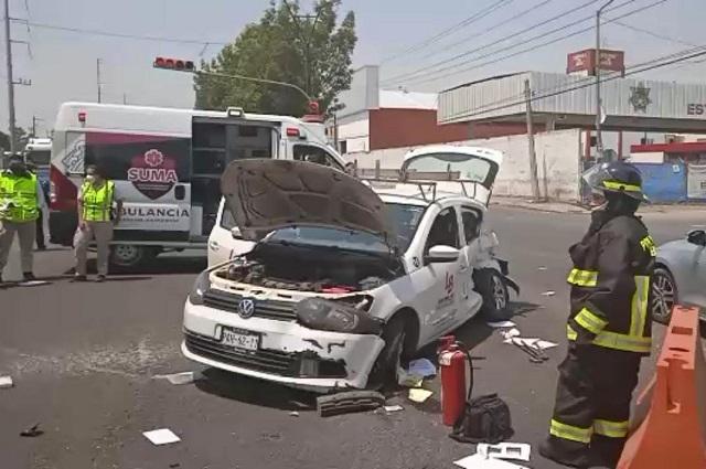 Auto destrozado y 1 herido por choque en la Puebla-Tlaxcala