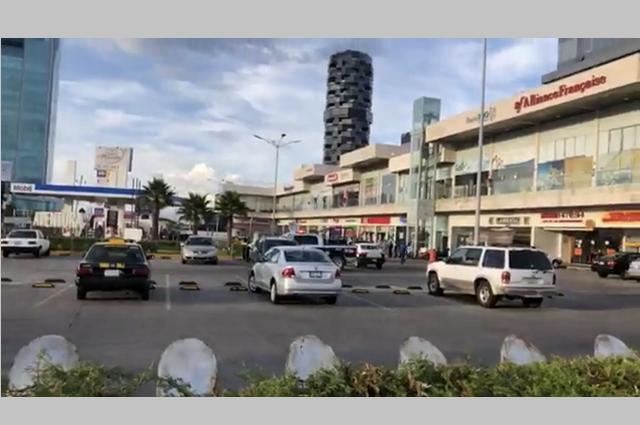 Riña entre taxistas cerca de Angelópolis termina en balacera