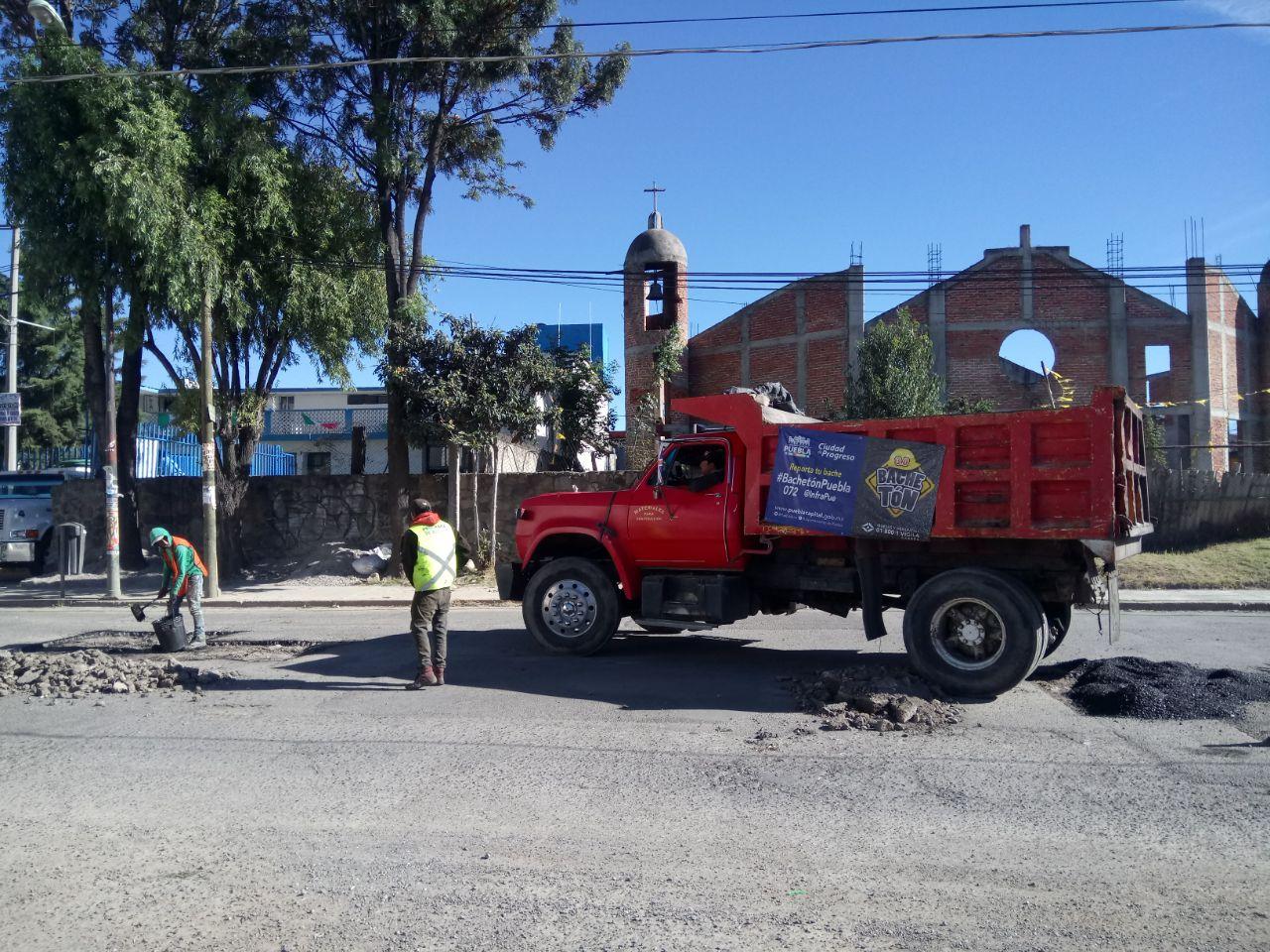 Cuadrillas de bachetón 3.0 siguen labor en calles de Puebla