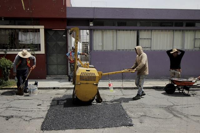 Medio presupuesto de obra de Puebla capital se va en bacheo
