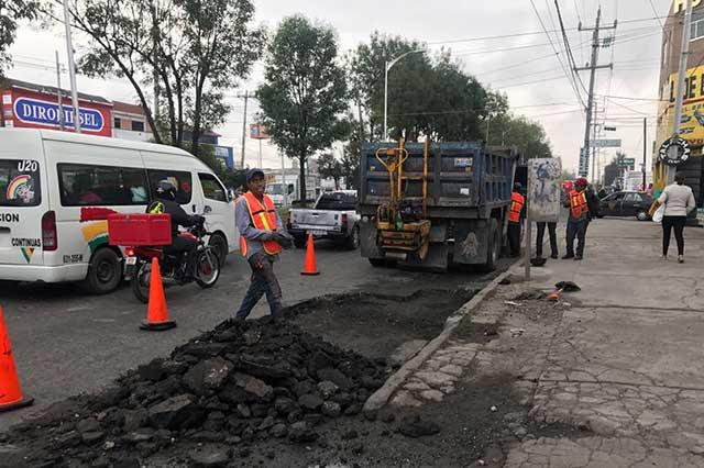 Brigadas de Bachetón 3.0 reparan calles en la capital poblana