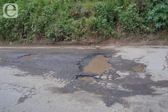 Cholultecas denuncian exceso de baches en sus calles