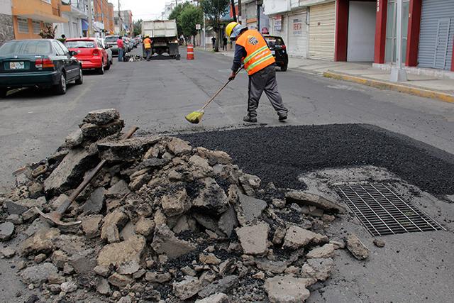 Denuncian irregularidades obreros de empresa constructora
