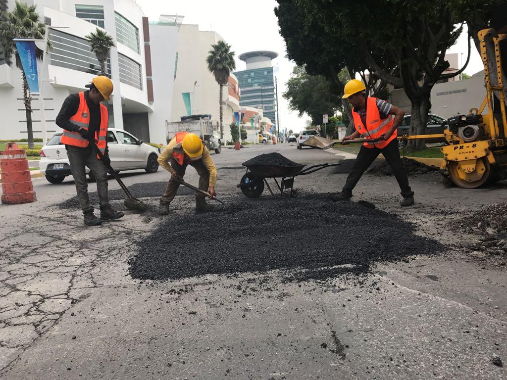 Avanzan diariamente labores de bacheo en la ciudad de Puebla