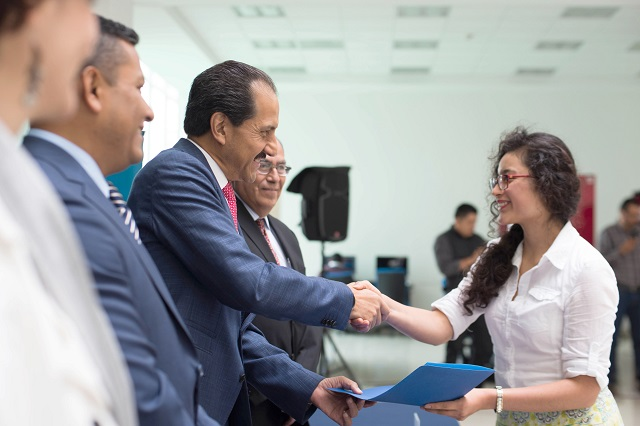 Primera generación de la Buap recibe diplomas de bachillerato internacional